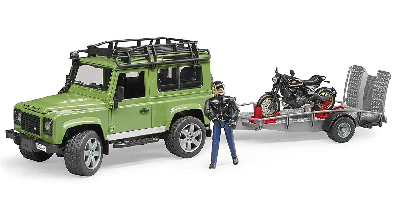 Bruder Land Rover s motocyklem Ducati Scrambler a řidičem