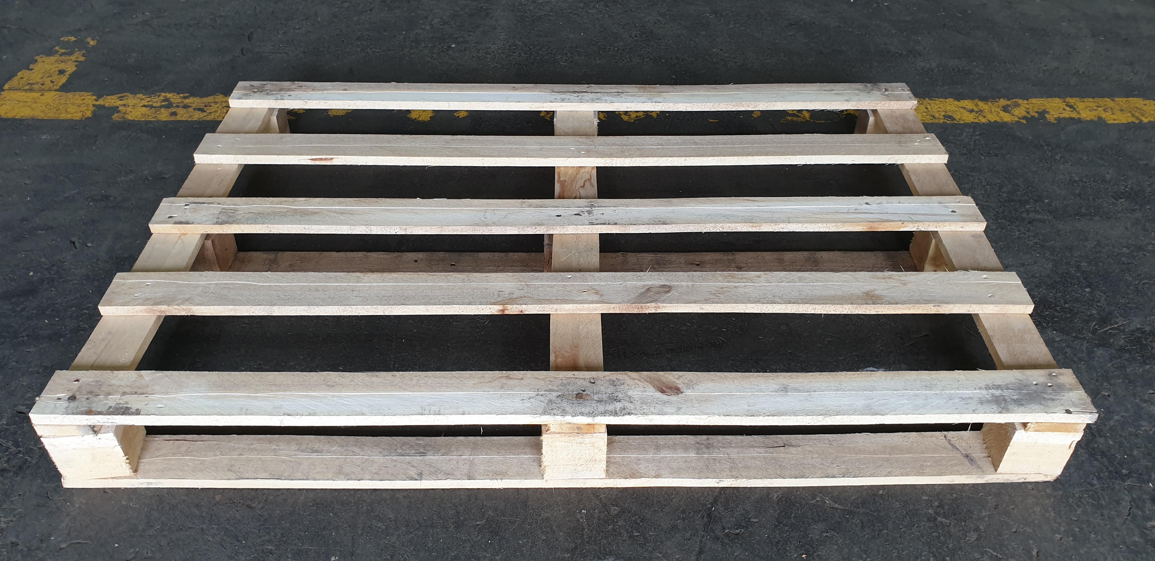 Dřevěná paleta lehká 1x0,8 m