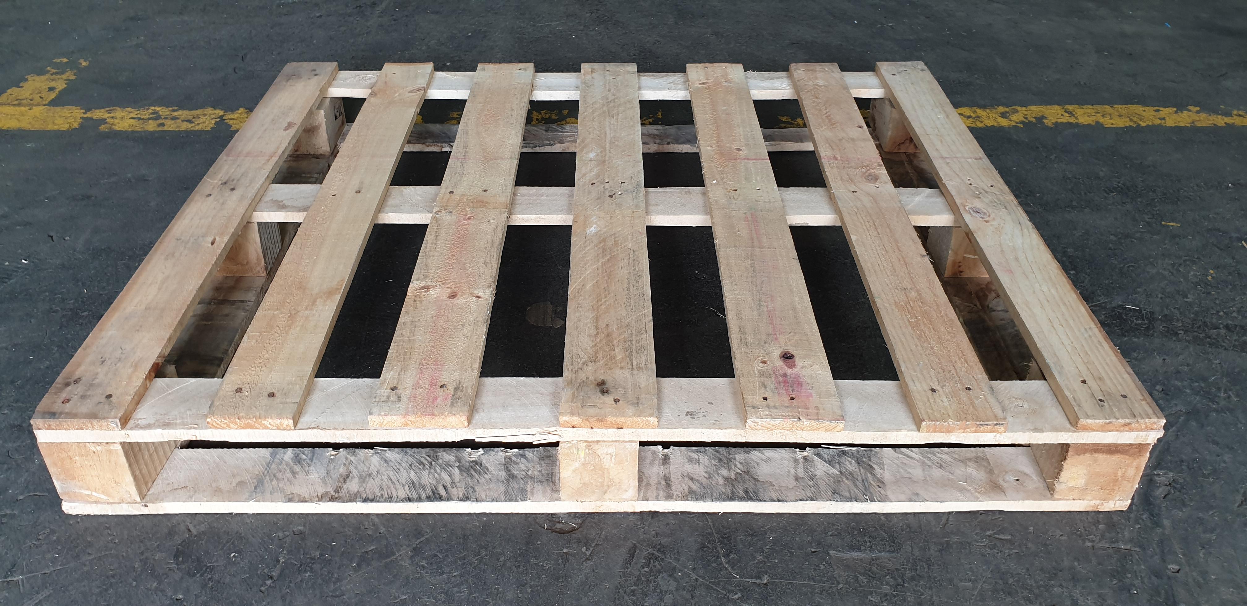 Dřevěná paleta 1x1,2 m