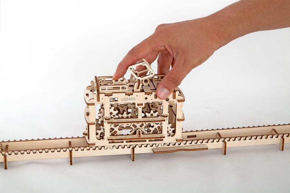 Ugears 3D dřevěné mechanické puzzle Kabinová lanovka s tratí