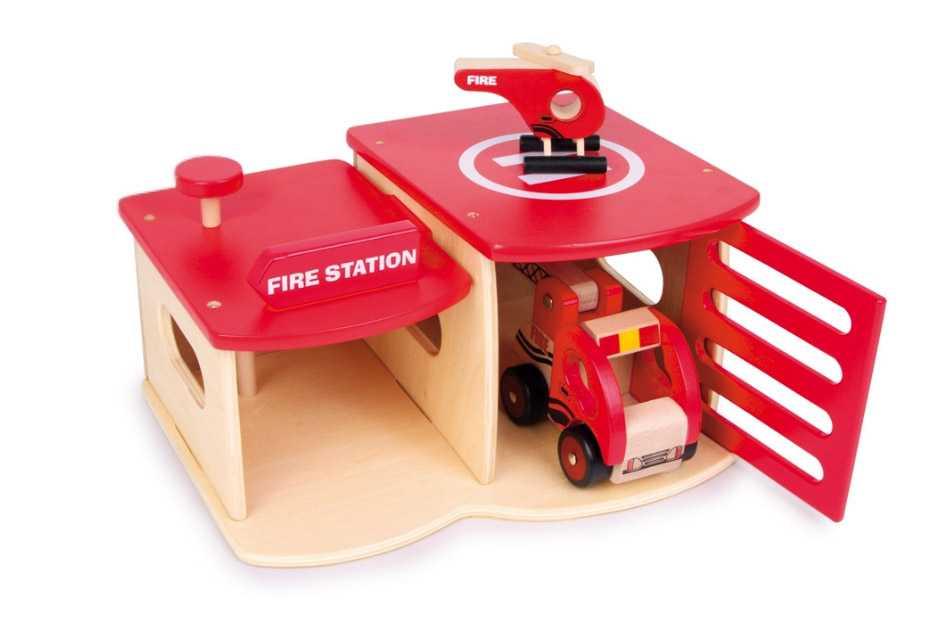 Dřevěná hasičská stanice s vrtulníkem