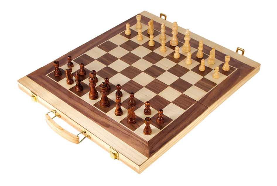 Small Foot Dřevěné hry kufřík na šachy a vrhcáby