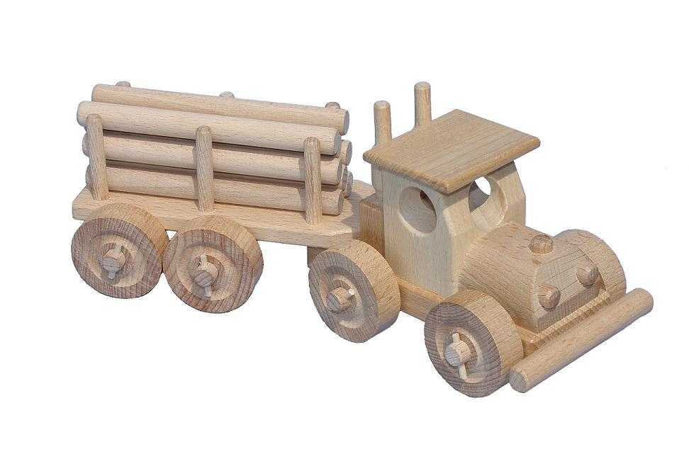 Ceeda Cavity - přírodní dřevěné auto - TIR s kládama