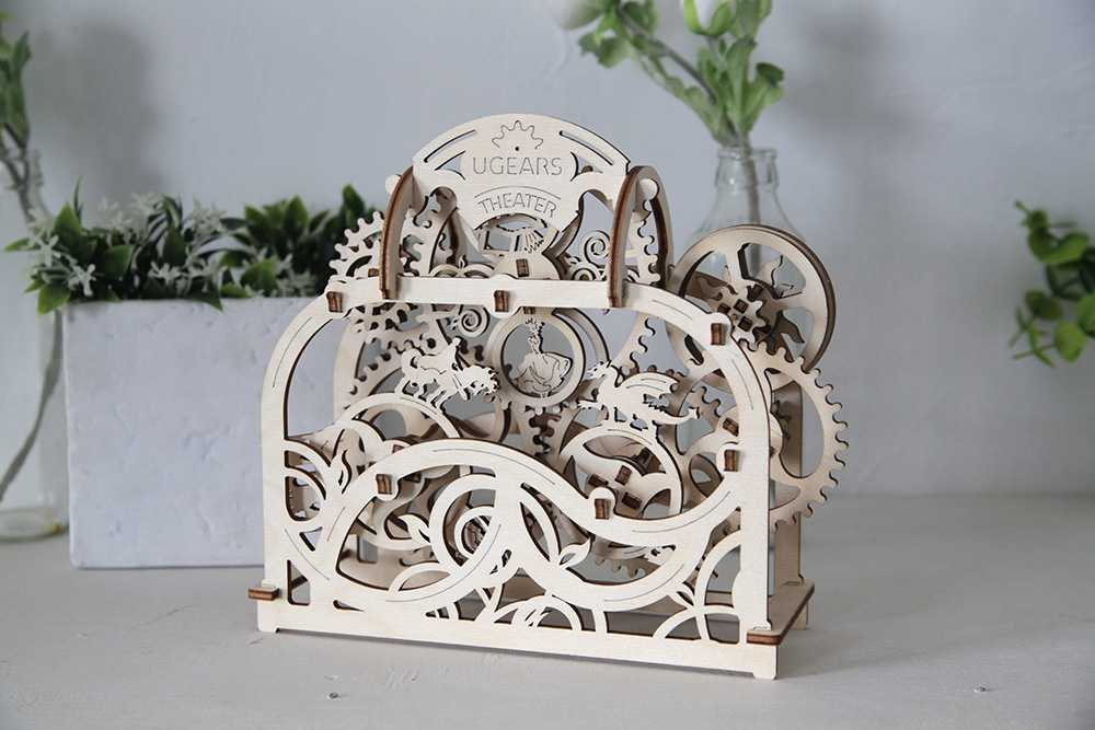 Ugears 3D dřevěné mechanické puzzle Divadlo