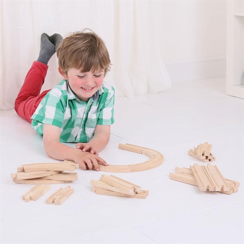 Dřevěné koleje vláčkodráhy Bigjigs - Set 24 dílů