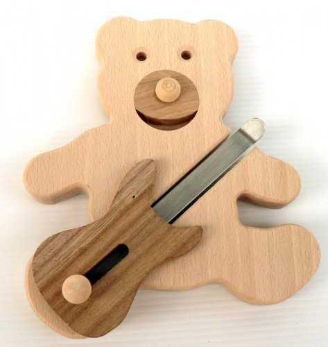 Makovský Dřevěný hudební medvídek s basovou kytarou