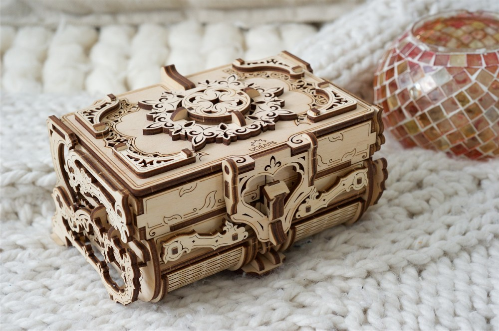 Ugears 3D dřevěné mechanické puzzle Starožitná šperkovnice