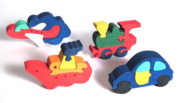 Fauna Dřevěné vkládací puzzle sada dopravních prostředků 4 ks